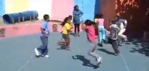 Brincadeiras de correr na pré-escola