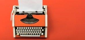 Máquina de escrever com teclado em alfabeto cirílico