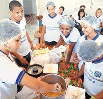 Culinária é uma das disciplinas que compõem o currículo diversificado do Ginásio Pernambucano. Foto: Daniela Neder
