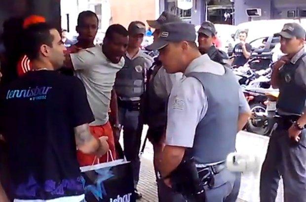 Pai defende filhos de racismo em São José dos Campos, SP. CRÉDITO: Reprodução cinegrafista amador/G1