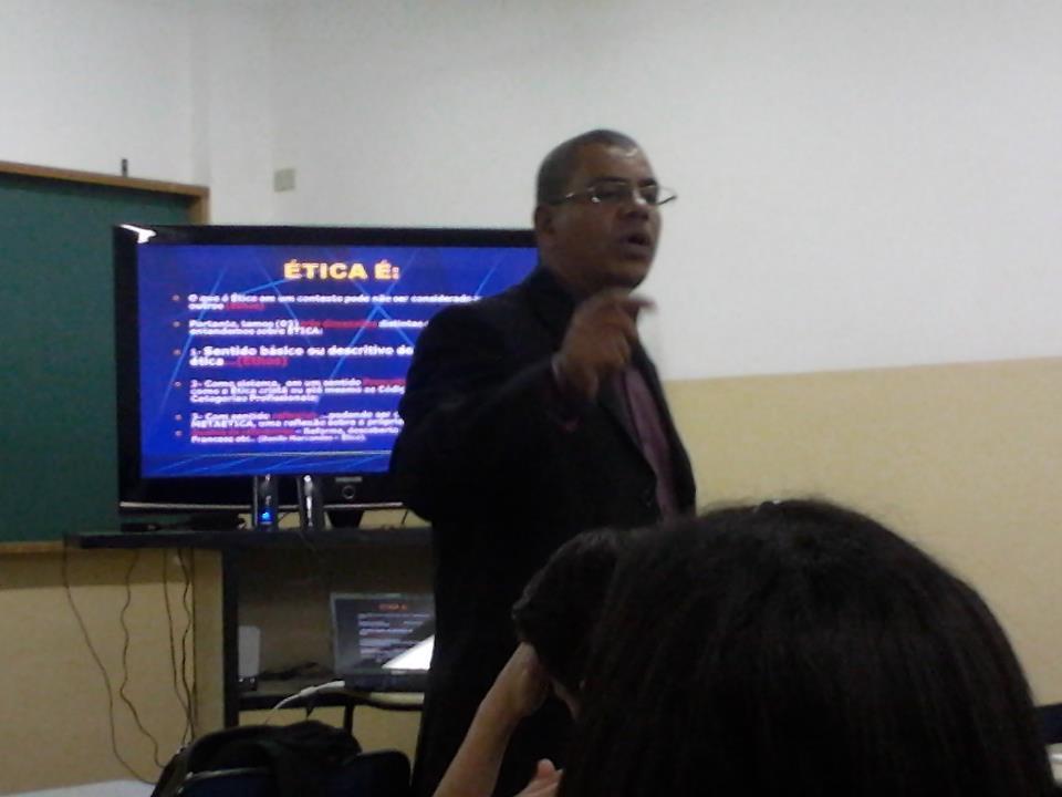 O professor Carlos Nascimento