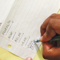 ADOTE SINAIS Fazer luma marcação nos textos produzidos é útil para registrar como o aluno lê o que escreve e se ele se detém ou não em cada letra.