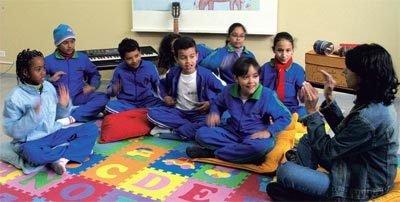 VOZ AFINADA Cantar é o primeiro passo da iniciação musical e treina o ritmo. (Crédito: Marie Ange Bordas)