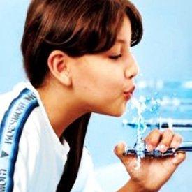 Na Escola Estadual Oscar Thompson, em São Paulo, novo equipamento economiza água do bebedouro: conscientização e prática, lado a lado Foto: Masao Goto filho