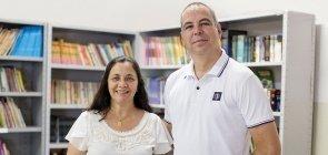 Imagem de dois professores