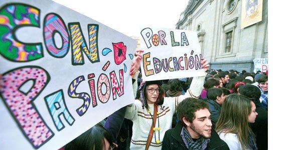 Chilenos exigem educação gratuita. Foto: Martin Bernetti/AFP
