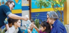 Ninguém faz escola sozinho, diz Educadora do Ano