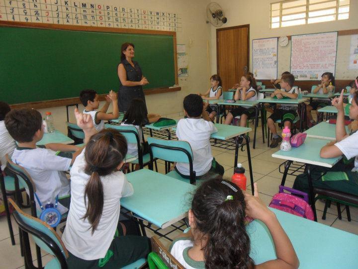 A professora Eliana Moreira Amaral em ação