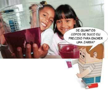 MEDIDAS-PADRÃO - Para verificar volumes, as crianças manuseiam xícaras e diversos recipientes dosadores. Foto: Rogério Albuquerque e Ilustração: Carlo Giovani