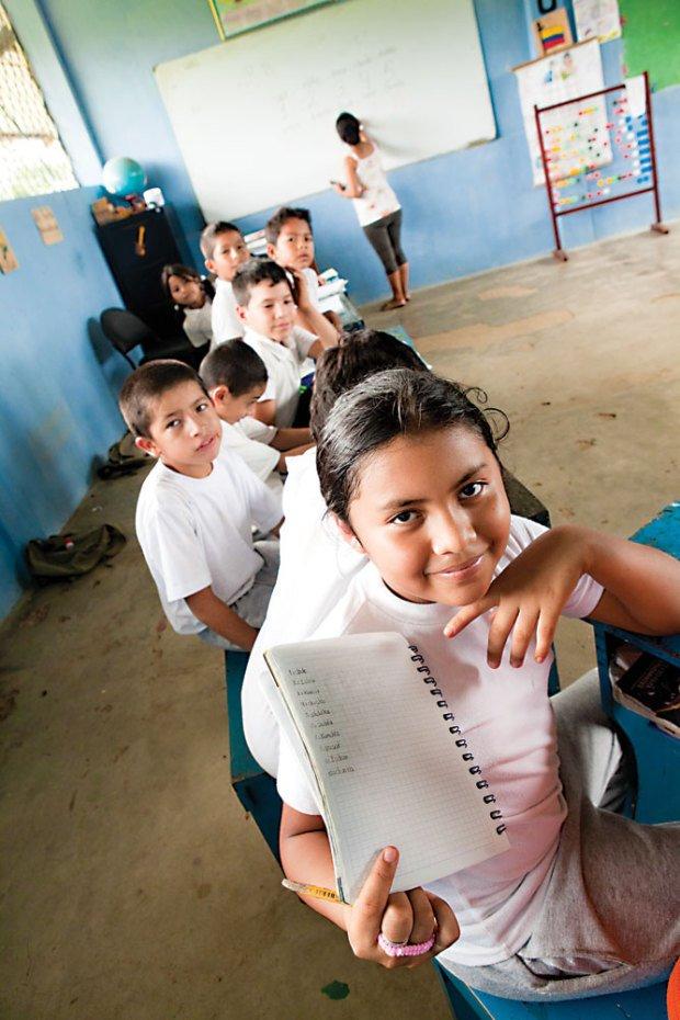 Fotografia da Escuela Provincial Ciudad de Macas, em Lago Agrio, na selva equatoriana. Foto: Raoni Maddalena