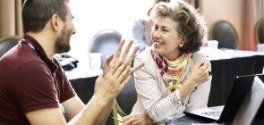 Palestra de Silvana Tamassia, coordenadora na Elos Educacional, sobre melhores práticas de feedback entre educadores