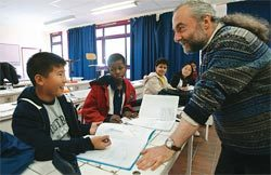 Escola de filhos de imigrantes ilegais na França: desigualdade tende a se reproduzir. Foto: AFP