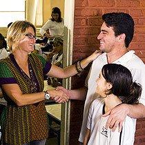 Pai é recebido na escola. Foto Leo Drumond / Nitro