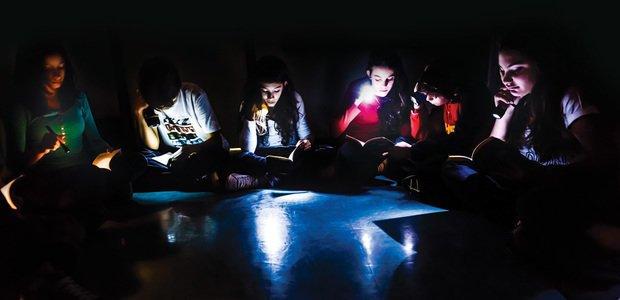 A turma leu os contos e, a cada momento, fez novas análises das características da obra. Foto: Fabio Nascimento