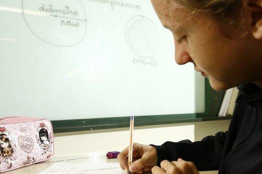 A professora trabalhou círculo, circunferência, raio, diâmetro e número ? (pi), essenciais para a compreensão do conceito de ângulo. Como ponto de partida fez uma avaliação diagnóstica para identificar o que a turma sabia sobre o assunto.