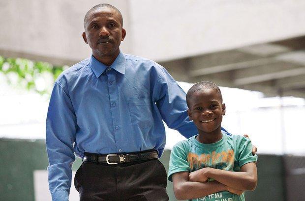 Leon Charles se orgulha do aprendizado do filho mais novo e quer trazer o mais velho ao Brasil. Alfredo Brant