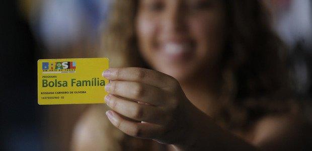 Bolsa-Família, que atrela o recebimento do benefício à permanência escolar. Crédito: Divulgação