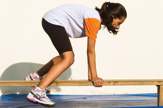King-kong: o atleta salta de frente, utilizando as mãos para guiar o corpo. Joyce Cury