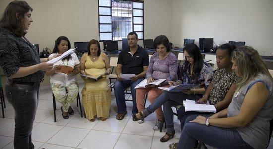 Antes do início do semestre, seleciono os conteúdos e elaboro um cronograma para as reuniões de formação dos professores (Foto: Manuela Novais)