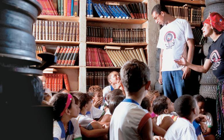 A Borrachalioteca, em Sabará, MG: contação de histórias e acervo de 7 mil livros, dos quais 800 são reservados aos leitores-mirins. Foto: Leo Drumond/Ag. Nitro