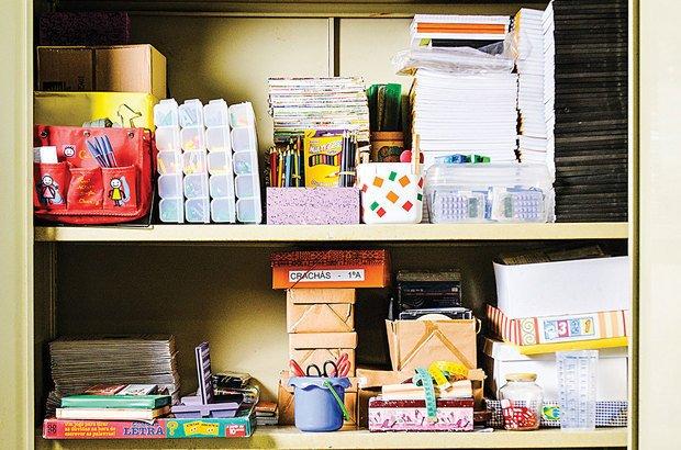 Se tiver um armário, organize-o de modo a encontrar facilmente os objetos que usa com maior frequência.