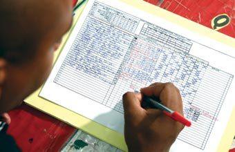 CRIE UMA TABELA O ideal é construir um quadro para anotar a evolução das hipóteses de cada estudante. Fotos Marcos Rosa