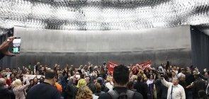 Professores protestam durante audiência da Base do Ensino Médio