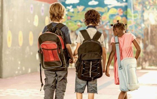 Como a escola pode ajudar a reduzir o peso da mochila dos alunos
