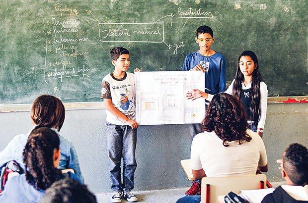 Os jovens apresentaram à turma as descobertas que fizeram sobre o tema estudado. Ramón Vasconcelos