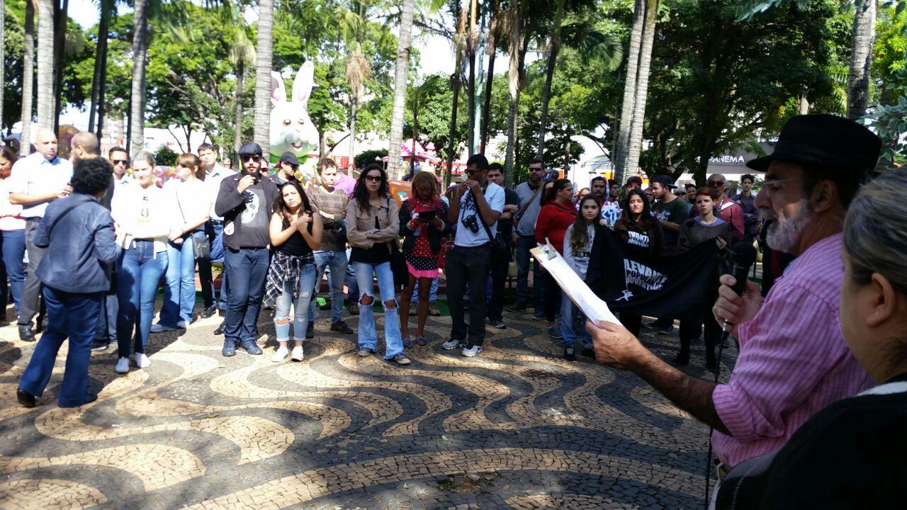 Professores fazem greve em Indaiatuba (SP)