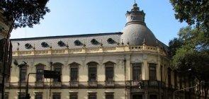 Foto no prédio do Colégio Pedro II