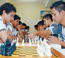 Alunos do Colégio Amazonense participam de oficinas de xadrez no contraturno. Foto: Fábio Nutti