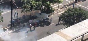 Protesto de professores é reprimido pela tropa de choque diante da Câmara Municipal de São Paulo