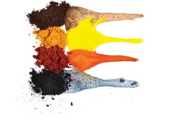 Café, curry, colorau e carvão geram tons de marrom, amarelo, vermelho e preto. Ricardo Toscani
