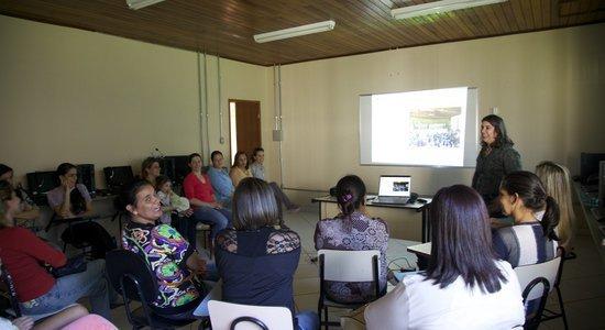 O HTPC deve ser utilizado para garantir a formação, o estudo das estratégias metodológicas e a socialização das atividades realizadas em sala de aula. (Foto: Manuela Novais)