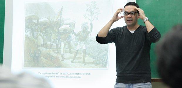 Ensino sobre história e formação dos professores. Aula de Juliano Sobrinho. Foto: Marcos Rosa