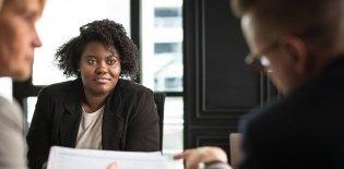 Reunião de planejamento entre professores e gestores na escola