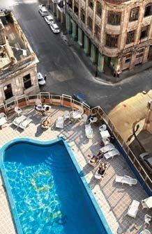 PARA CUBANO VER Na capital Havana, resorts e hotéis de luxo convivem com moradias em estado precário. Foto: Getty Images / Steen Larsen