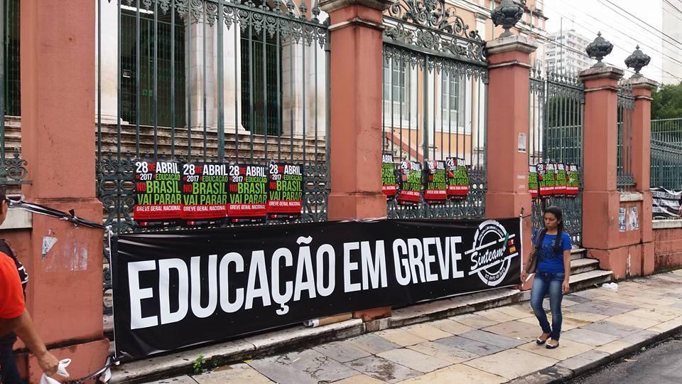 Faixas de protesto em Manaus (AM)