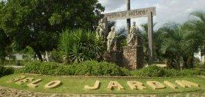 Entrada de Belo Jardim, além do nome da cidade está escrito