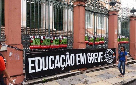 Confira a lista de atos de professores pelo país no dia da greve geral
