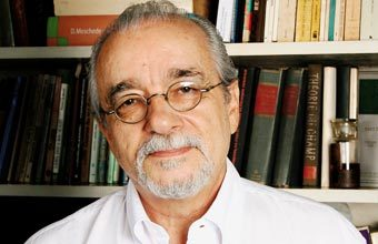 Luis Carlos de Menezes, físico e educador da Universidade de São Paulo, sabe que, mais do que informações, o que os alunos querem é sentido. Foto: Emilia Brandão