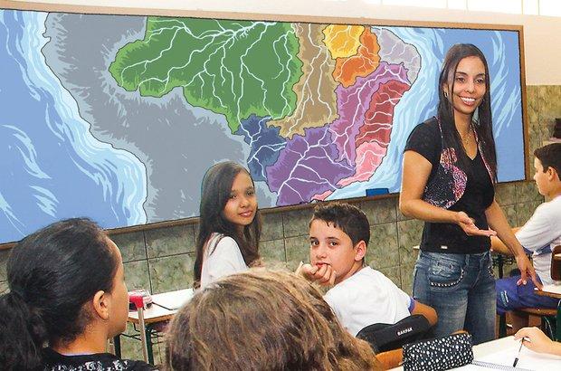 Na EM Brice Francisco Cordeiro, Rute deu início ao trabalho com a análise de mapas. Foto Marco Monteiro. Ilustração Raphael Salimena