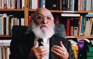 Paulo Freire: