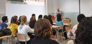 """MEC anuncia novos mestrados para """"valorizar carreira e aumentar salários"""""""