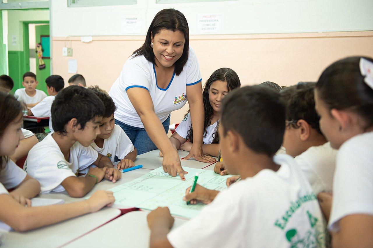 Priscila de Medeiros durante atividade com os alunos do 5º ano da EM Dona Miloca em Rancharia (SP)
