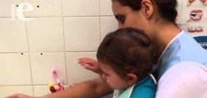 Higiene bucal dos bebês   Cuidados na Creche
