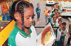 Caminhão-biblioteca do Programa de Leitura Petrobras, em Sergipe: 26 municípios atendidos somente nesse estado, e uma escola pública visitada a cada dia. Foto: Márcio Garcez