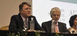 Eduardo Deschamps e César Callegari em audiência pública da Base