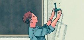 Ilustração de professora retirando cruz da parede de sala de aula